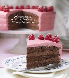 Sjokoladekake med oreofrosting og bringebaermousse Oreo Frosting, Eat Cake, Cravings, Diy And Crafts, Muffins, Food And Drink, Sweets, Chocolate, Baking