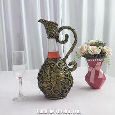 Diy Crafts For Home Decor, Diy Crafts Hacks, Diy Crafts For Gifts, Diy Arts And Crafts, Wine Bottle Art, Diy Bottle, Wine Bottle Crafts, Vase Deco, Plastic Bottle Crafts