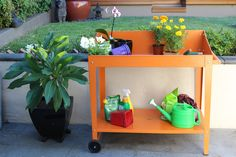 Anti-rust galvanised steel potting bench - Strong and stable - Two wheels with trolley handle for easy relocation - Bottom shelf for extra storage Potting Bench With Sink, Outdoor Potting Bench, Pallet Potting Bench, Potting Tables, Plastic Garden Edging, Steel Garden Edging, Raised Garden Planters, Raised Garden Beds, Planting Bench