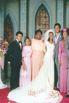 From Monica Geller to Kelly Kapowski, these TV brides knew how to rock some killer wedding gowns. 1980s Wedding, Cinema Tv, African American Weddings, Wedding Movies, Hollywood Celebrities, Hollywood Fashion, Classic Hollywood, Gorgeous Wedding Dress, Best Tv Shows