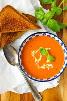 Creamy Tomato Basil Soup -- this homemade tomato basil soup recipe is a total copycat of my favorite soup at First Watch! Ready to serve in under 30 minutes and just perfect paired with a hot and melty classic grilled cheese sandwich. Homemade Tomato Basil Soup, Easy Tomato Soup Recipe, Easy Soup Recipes, Cooking Recipes, Top Recipes, Dinner Recipes, My Best Recipe, Soup And Sandwich, Favorite Recipes