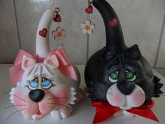 gourds and clay Decorative Gourds, Hand Painted Gourds, Cat Crafts, Arts And Crafts, Paper Crafts, Polymer Clay Figures, Polymer Clay Projects, C Is For Cat, Gourd Art