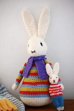 Flora Rabbit Tutorial - free #crochet pattern.