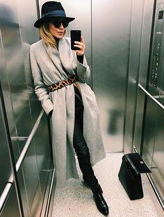 Ceinturer ses longs manteaux avec une ceinture léopard est souvent une bonne idée (photo Maja Wyh) Clothing, Shoes & Jewelry - Women - Fitness Women's Clothes - amzn.to/2jVsXvf Clothing, Shoes & Jewel (Fitness Clothes Shoes)