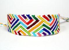 Rainbow Illusion Friendship Bracelet por QuietMischief en Etsy, $20.00