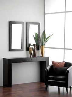 Amenajare hol in stil modern cu mobilier pentru hol compus din masuta consola si oglinda Entryway Tables, Console, Hallway Ideas, Mirror, Gardening, Education, Furniture, Home Decor, Mirrors