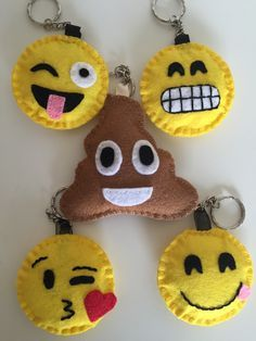 Risultati immagini per emoji monkey felt Cute Crafts, Felt Crafts, Diy And Crafts, Crafts For Kids, Arts And Crafts, Emoji Craft, Felt Keychain, Keychains, Sewing Projects