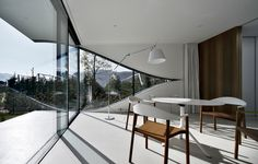 this wall outline looks a bit like an eye | Mirror Houses Peter Pichler Architecture