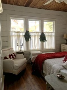 3 Astonishing Tips: Rustic Curtains Porches modern country curtains.Green Curtains Farmhouse cafe curtains above sink.Curtains Rods How To Make. Christmas Bedroom, Farmhouse Christmas Decor, Country Farmhouse Decor, Modern Farmhouse, Farmhouse Ideas, Rustic Christmas, Christmas Art, Farmhouse Curtains, Farmhouse Master Bedroom
