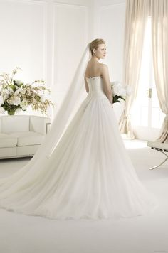 FABIANA | Bridal Gowns | 2013 Collection | Avenue Diagonal (back)