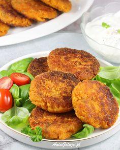 Super pyszne i proste do zrobienia kotlety z soczewicy, to świetny pomysł na kotlety bez mięsa. Zapraszam po mój sprawdzony przepis na warzywne kotleciki, które zrobisz z soczewicy czerwonej, lub też zielonej.  - świetne kotlety bezmięsne - dokładny opis wykonania krok po kroku - kilka pomysłów na ciekawe podanie kotlecików Tandoori Chicken, Salmon Burgers, Feta, Recipies, Food And Drink, Vegetables, Cooking, Ethnic Recipes, Food