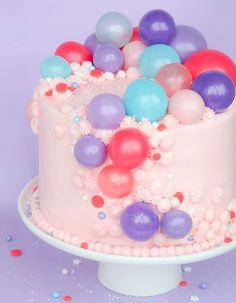 An easy tutorial on how to pull together an easy but gorgeous gelatin bubble cake.