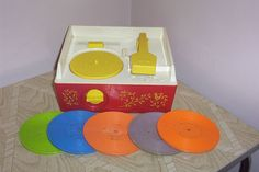 Even in a world with cassette tapes, we still had our toy record player. I even remember this!