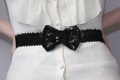 black sequined bow belt DIY. Sewing Scarves, Girls Belts, Frock And Frill, Gossip Girl Fashion, Diy Fashion Accessories, Black Bow Tie, Belted Cardigan, Bow Belt, Diy Clothing
