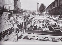 Construction en octobre 1899 de la ligne 1 du métro parisien dans la rue de Lyon