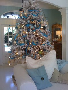Christmas tree decorating ideas Blue and White Love this idea, but instead of the beads a more fuller look with white thick ribbon. Description from pinterest.com. I searched for this on bing.com/images