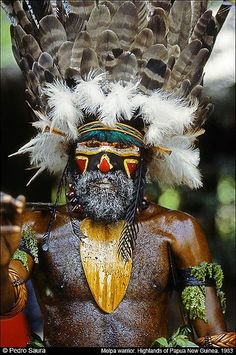 I Don't Think I Want This Guy Mad at Me !!!!! Papua New Guinea. | Melpa Warrior. Baiyer River. Western Highlands © Pedro Saura