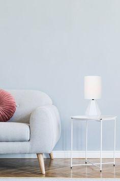Lampe de table MASON Les couleurs claires ont la cote! Elles sont apaisantes et intemporelles.   #multiambiance #luminairedesign #eclairage #tendance #ambiance #decointerieure #tendancedeco #inspirationdeco #eclairagetendance #eclairagedesign #lumiere #luminaire #lampdetable #couleursclaires #salon Lighting Setups, Ceiling Lighting, Lighting Solutions, Home Lighting, Lighting Design, Multi Luminaire, Luminaire Design, Light Table, Lamp Light