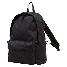 無印良品のバッグはここ最近ずっと良いものがありませんでしたが、久しぶりにヒットきましたね。ようやく良い形のリュックが登場です。 無印良品行ったらこのリュックと他のリュック比べてみて下さい。 明らかに形が違います。