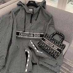 Mode Outfits, Casual Outfits, Fashion Outfits, Womens Fashion, Cristian Dior, Fake Designer Bags, Vetement Fashion, Dior Handbags, Mode Streetwear