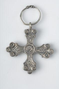 Viking age / Pendant, cross shaped. Silver. Havor, Hablingbo, Gotland, Sweden.