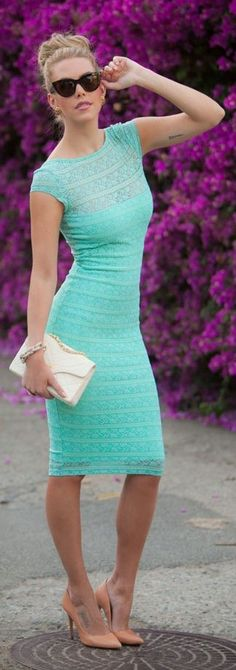 Street style Chic / karen cox.Mint lace dress, blush heels, white clutch