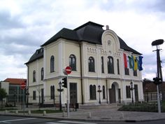 Tokaj Orthodox Synagogue was in Zemplén county of Hungary.  Jews leased vineyards and exported wine since the early 1800s.  The Jewish population was 958 by 1944.  In May 1944, Jews were deported to Auschwitz via Satoraljaujhely.  112 returned but few remained by 1960.