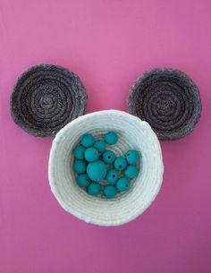 DIY No-Sew Mickey Rope Basket | Disney home decor craft | [ http://di.sn/6006B4biQ ]