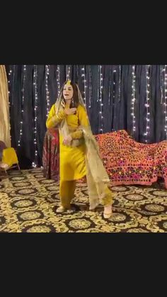 Indian Wedding Songs, Wedding Dance Songs, Dance Floor Wedding, Casual Dress Outfits, Dance Outfits, Dance Workout Videos, Dance Videos, Engagement Dress For Bride, Easy Dance