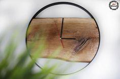 Loftowy zegar ścienny, wykonany z obręczy o średnicy 70 cm, oraz drewna dębowego.  Piękny ręczny wyrób!  #zegarścienny #zegarloftowy #loftowyzegarścienny #wnętrzaloftowe