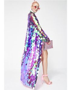 Jaded London Sequin Maxi Kimono cuz you leave em' shook, babe. Shimmer all ova with this long kimono that has purple hologram teardrop sequin details all ova. Sequin Kimono, Sequin Maxi, Sequin Jacket, Lila Outfits, Purple Outfits, Cute Outfits, Fashionable Outfits, Festival Mode, Festival Outfits