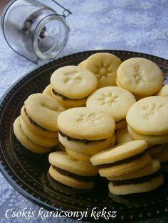 Csokis karácsonyi keksz Cookie Jars, Holiday Parties, Breakfast Recipes, Biscuits, Christmas Crafts, Food And Drink, Menu, Sweets