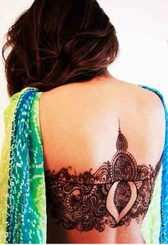Back Mehndi. :) Mehndi and saree. Unique Mehndi Designs, Beautiful Henna Designs, Latest Mehndi Designs, Bridal Mehndi Designs, Mehndi Designs For Hands, Bridal Henna, Henna Designs Back, Mehandi Designs, Henna Tatoos