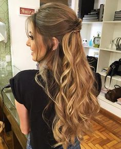 Cute and simple long curly hair idea Popular Ladies Hairdo Wedding, Wedding Hairstyles For Long Hair, Wedding Hair And Makeup, Pretty Hairstyles, Hair Makeup, Bridal Updo, Prom Hairstyles, Easy Hairstyles, Long Curly Hair