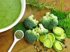 Paleo Broccoli Soup Recipe Rich In Vitamin C And Vitamin K - Food And Drink - Brokkoli Rezepte Vitamin K Foods, Broccoli Soup Recipes, Green Soup, Health Remedies, Holistic Remedies, Superfood, Meal Planning, Healthy Lifestyle, Food And Drink