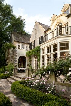 Howard-design-studio- Boxwood garden terrace and loggia