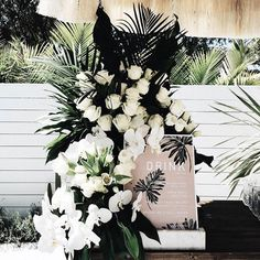 STYLING // This bar + floral details are perfection ✔️ From @samanthawillsofficial x @billabong_womens_australia launch @floralsandco @thefromagetable @byron_beach_abodes {rg @holbrown} Follow us @kwhbridal