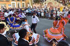 https://flic.kr/p/KnhXGU | 74ème Festival Folklorique International Danses et Musiques du Monde | N'hésitez pas à consulter notre site internet www.tourisme-amelie.com  Dès le début du 20° siècle et notamment lors des fêtes du Carnaval, un groupe de jeunes gens et de jeunes filles exécutait dans les rues de la ville des danses folkloriques catalanes.  Jean TRESCASES, fondateur des Danseurs catalans d'Amélie les bains en 1935, créa en 1936 un festival folklorique des provinces françaises.  Et…