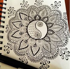 Like the centre ying yang-ness Zentangle Tangle Doodle, Tangle Art, Zen Doodle, Doodle Art, Zentangle Drawings, Doodles Zentangles, Doodle Drawings, Doodle Patterns, Zentangle Patterns