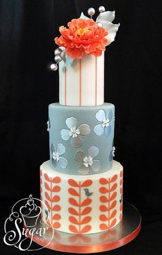 coral gray wedding cake---not my colors, but I really do like them together, plus the middle tier is great (I'd do that on it's own for a birthday cake! Unique Cakes, Elegant Cakes, Creative Cakes, Gorgeous Cakes, Pretty Cakes, Cute Cakes, Amazing Wedding Cakes, Amazing Cakes, Cake Original