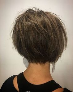 Hair Beauty - razored bob, textured bob, short hair Fresh cut from my girl emily_yvonne_ RAZOR CUT / beautiful color. Short Bob Cuts, Short Bob Haircuts, Short Hair Cuts, Short Textured Bob, Back Of Short Hair, Short Dark Bob, Short Inverted Bob, Short Layered Bobs, Asian Bob Haircut