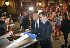 #RobertDowneyJr firma autografi alla premiere europea di #TheJudge. Robert Duvall, Robert Downey Jr, Character Shoes, Dance Shoes, Sports, Fashion, Rober Downey Jr, Dancing Shoes, Hs Sports
