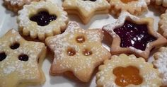 Εξαιρετική συνταγή για Μπισκότα Χριστουγεννιάτικα. Μπισκότα Χριστουγεννιάτικα. Λίγα μυστικά ακόμα Ευχαριστούμε την eliza04 για τις φωτογραφίες βήμα βήμα. Xmas Food, Christmas Sweets, Christmas Cooking, Greek Desserts, Greek Recipes, My Favorite Food, Favorite Recipes, Cranberry Cookies, Sweets Recipes