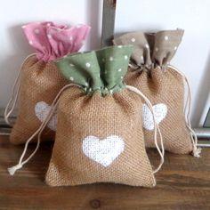 10 Bolsas de yute para bodas o eventos con tela de lunares y corazón pintado a mano 10 bolsas de arpillera y lunares de Holaweddings en Etsy