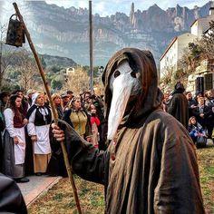 Bon dia! Aquest cap de setmana Monistrol de Montserrat retrocedeix al segle XVI amb la Festa dels Romeus. No et perdis l'oportunitat de descobrir la història d'aquesta població ubicada als peus de la muntanya de Montserrat. És una de les propostes de l'agenda d'aquest cap de setmana però n'hi ha més.  Les vols descobrir?  ℹ  http://ift.tt/23MQJvZ   : @nuriaduba