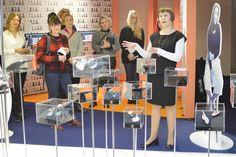 Toimittajat sekä muut median edustajat pääsivät tutustumaan näyttelyyn avajaispäivän aamuna.