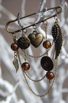 """Walk Like An Egiptian"" hand made kilt pin brooch. Bronze charms, chain and buttons, glass beads.  Брошь-булавка ""Египетские ночи"". Шармы, пуговицы, цепь (бронза), бусины (стекло)."