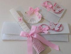 Convites Vela, concha e respetivas bolsas com decoração. Lembranças para convidados: almofadinha de alfazema e capa...