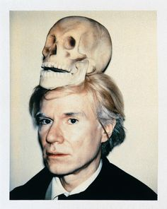 Andy Warhol Self-Portrait with Skull. Because I'm going to the Warhol, Basquiat and Clemente M& & Trois exhibition tomorrow AND watching a Warhol doc on ARTE right now. Roy Lichtenstein, Jasper Johns, Arte Pop, Pop Art, Crane, Pittsburgh, Johannes Itten, Polaroid, Tracey Emin