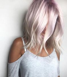 Cute rose blonde hair color on medium length wavy hair - Hair Colors - Blond Rose, Rose Blonde Hair, Blonde Hair With Color, Blonde With Pink, Lavender Hair, Lilac Hair, Light Pink Hair, White Ombre Hair, Cheveux Courts Funky